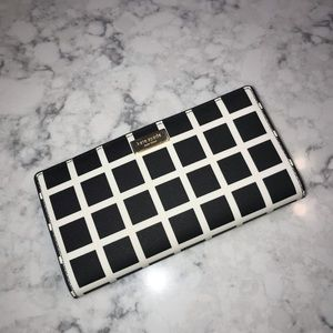 NWOT Kate Spade white and Black Stacey wallet